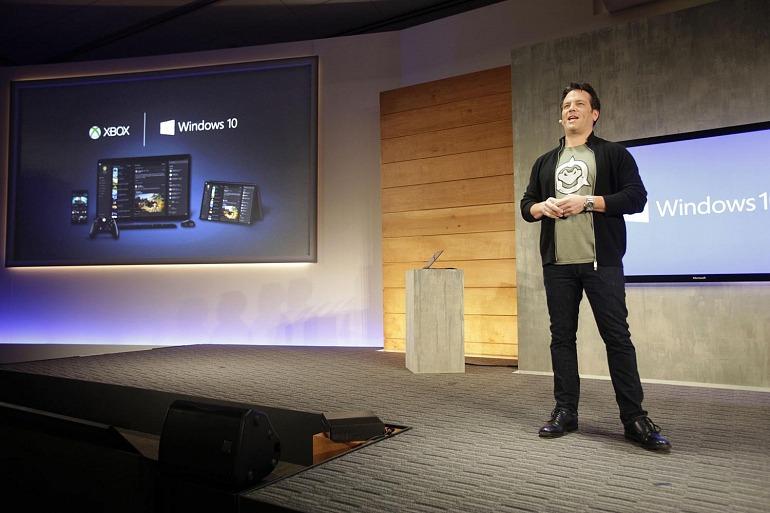 Phil Spencer durante la presentación de Windows 10